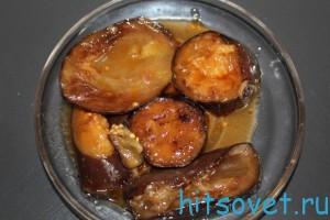 Баклажаны с чесноком в томатном соке