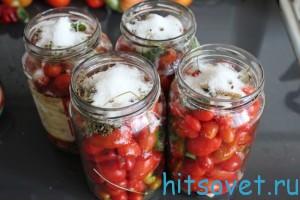Добавить сахар к помидорам Черри