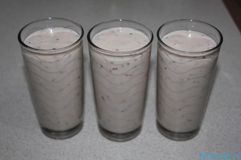 коктейль из мороженого с фруктами