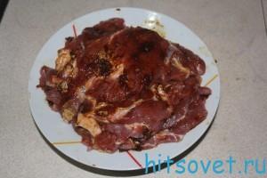 натереть мясо соусом