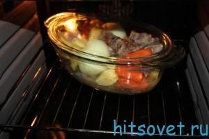 запекать телятину с овощами