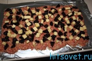 добавит чернослив и сыр