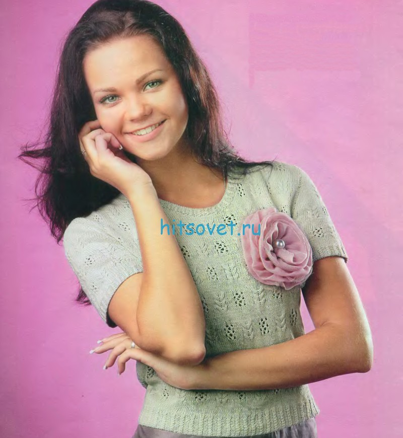 Джемпер с цветком спицами