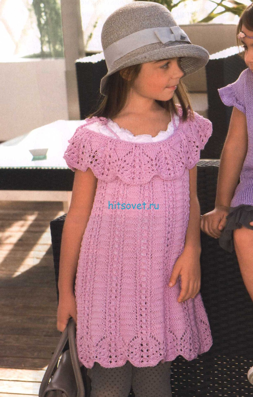 Вязаное платье для девочки с ажурными рюшами
