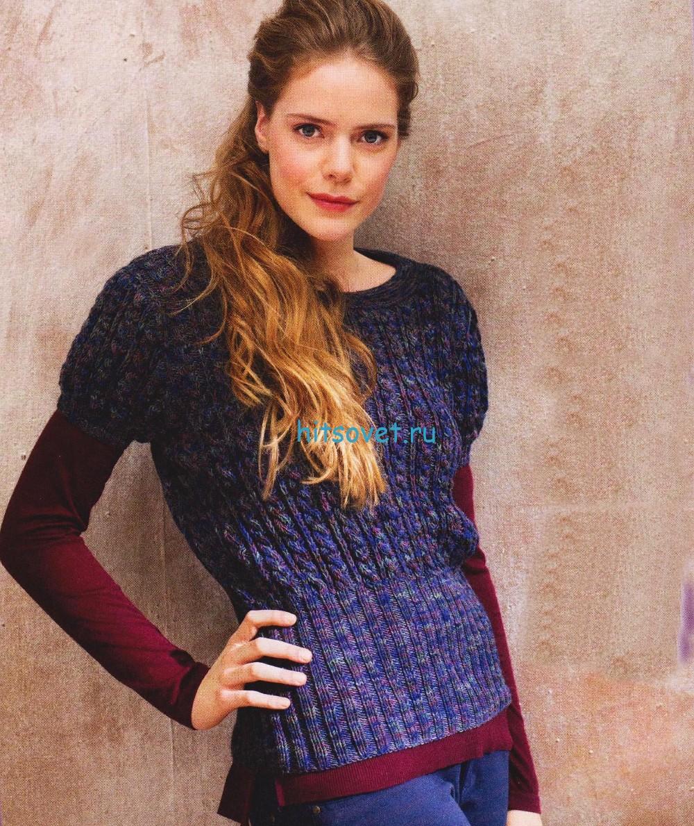 Меланжевый пуловер спицами с узором из кос