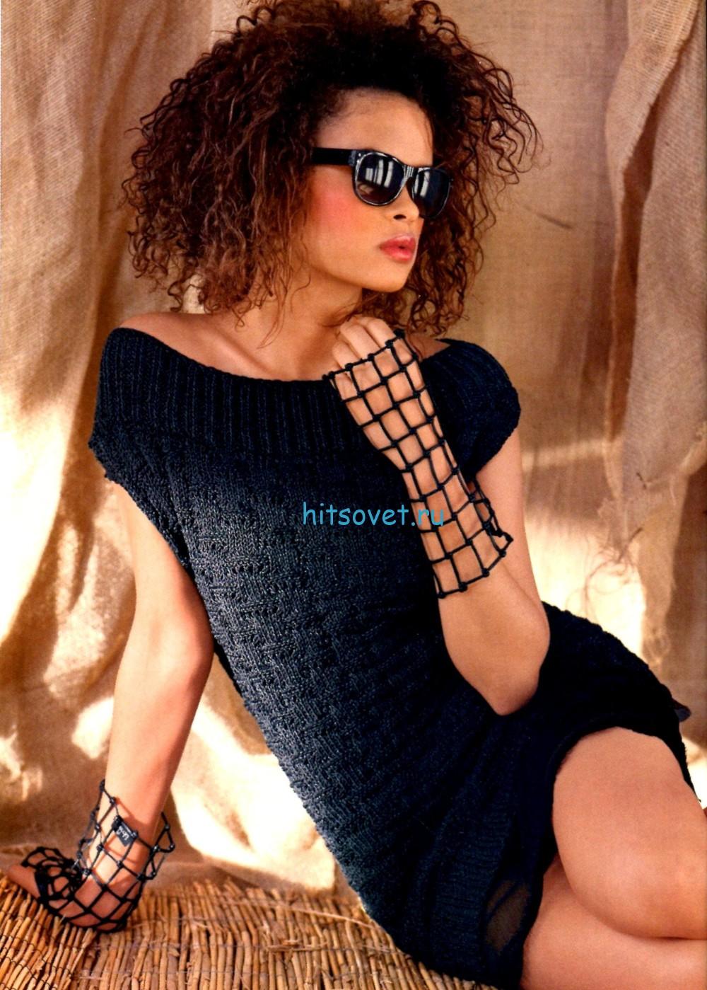 Черное короткое вязаное платье