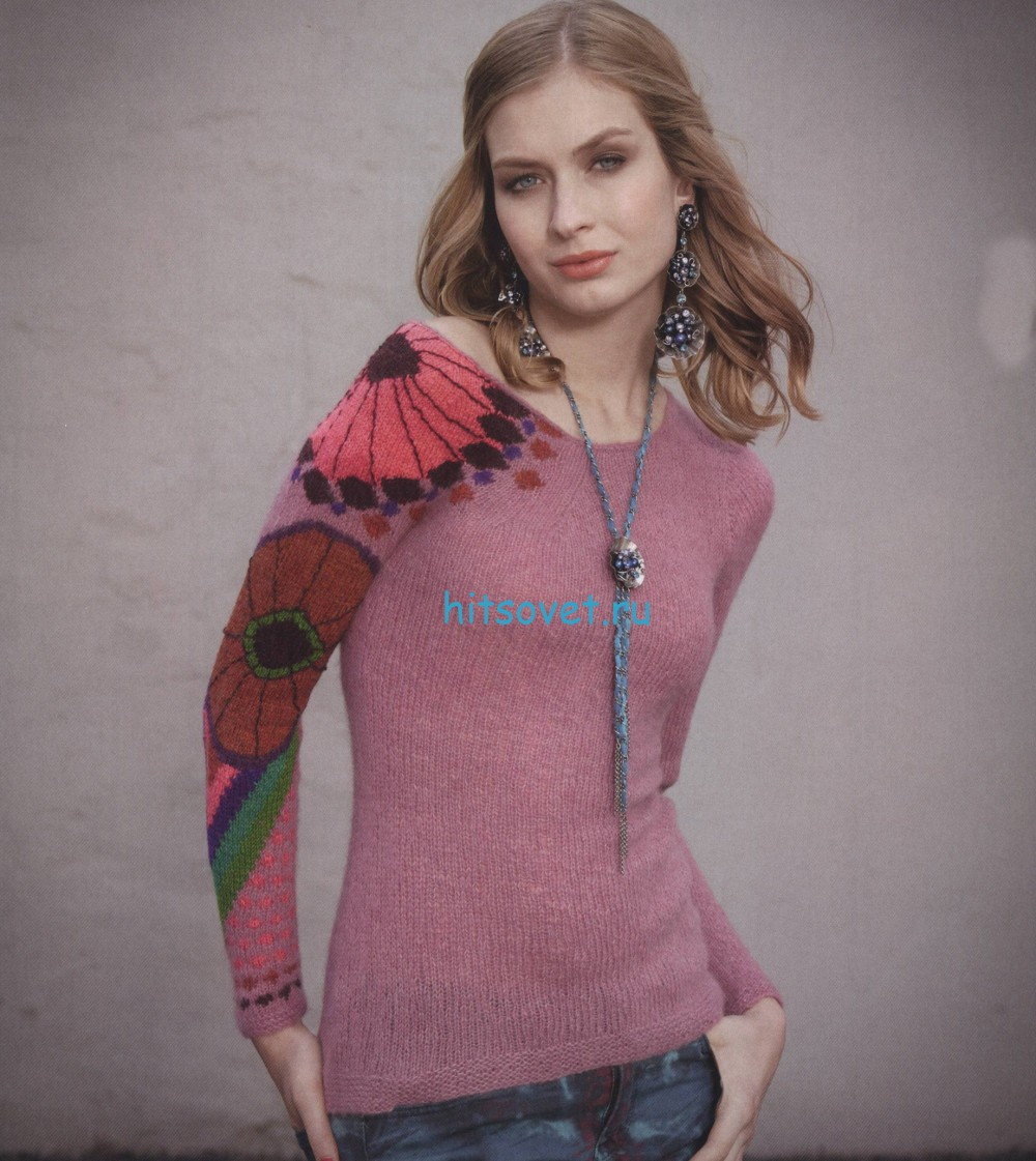 Вязаный пуловер с цветочным тату