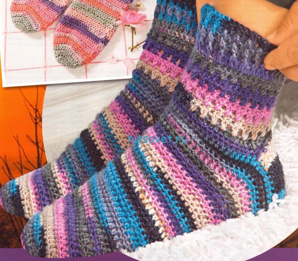 Полосатые вязаные носки крючком