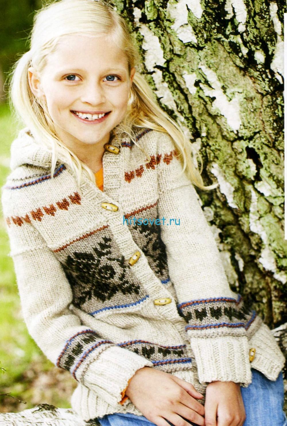 Вязание для девочки кардигана с капюшоном