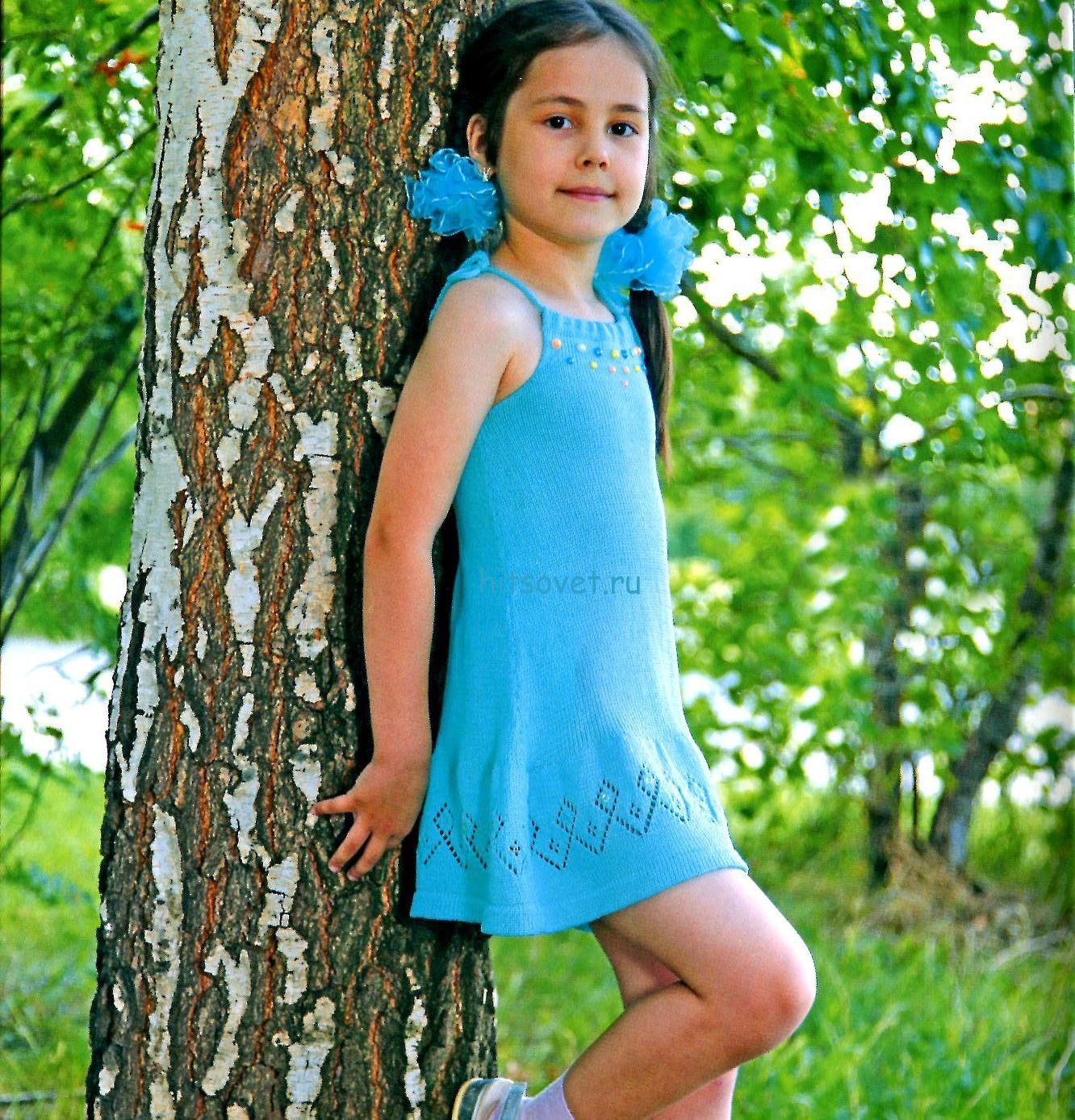 Вязаное платье для девочки бирюзового цвета