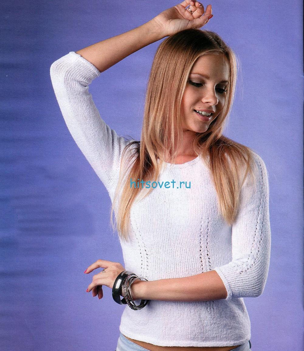 Белый пуловер спицами с ажурными дорожками