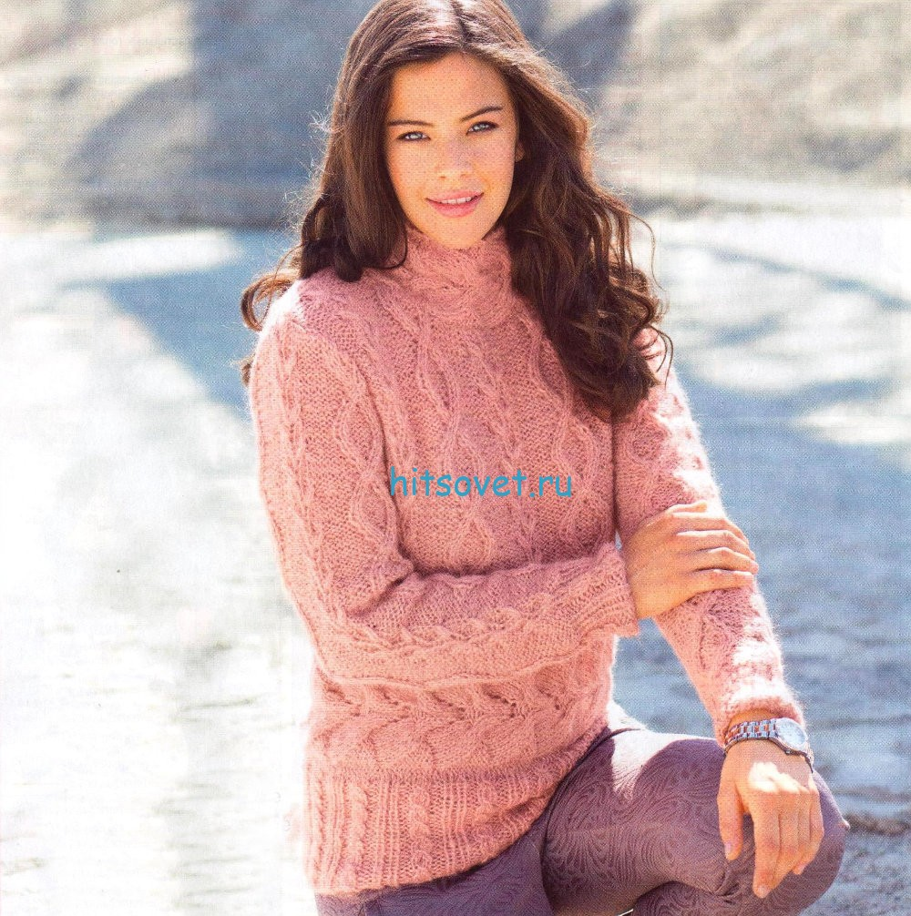 Женский вязаный свитер с косами