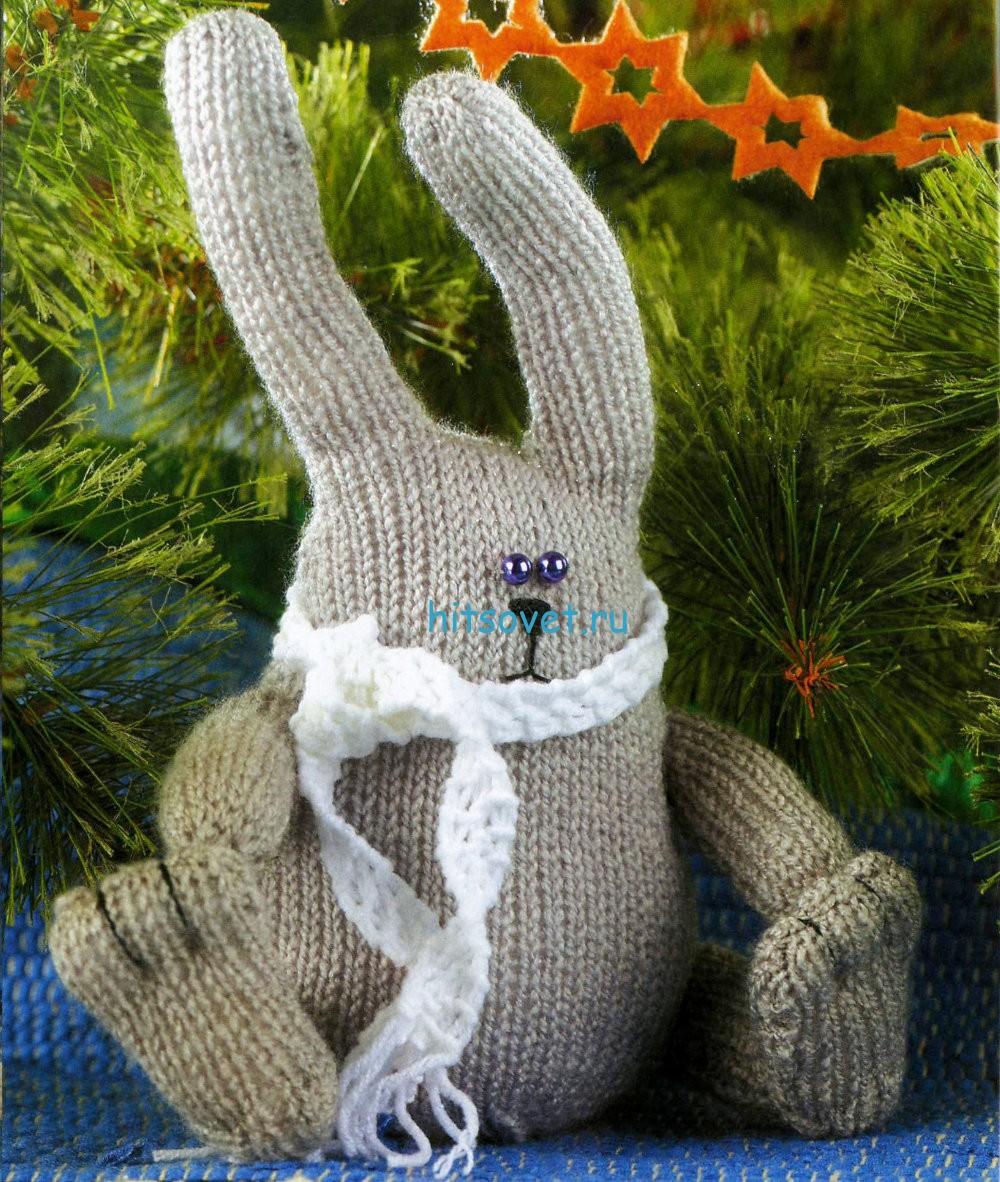 Вязаный заяц в шарфике