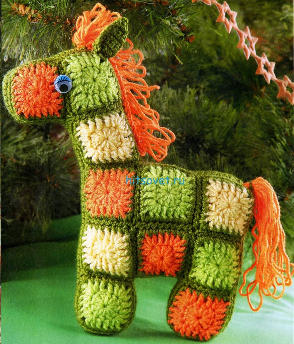 Вязаная лошадка из квадратов