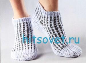 Двухцветные носки спицами