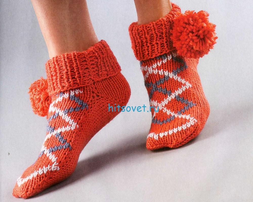 Вязаные носки с помпонами схема