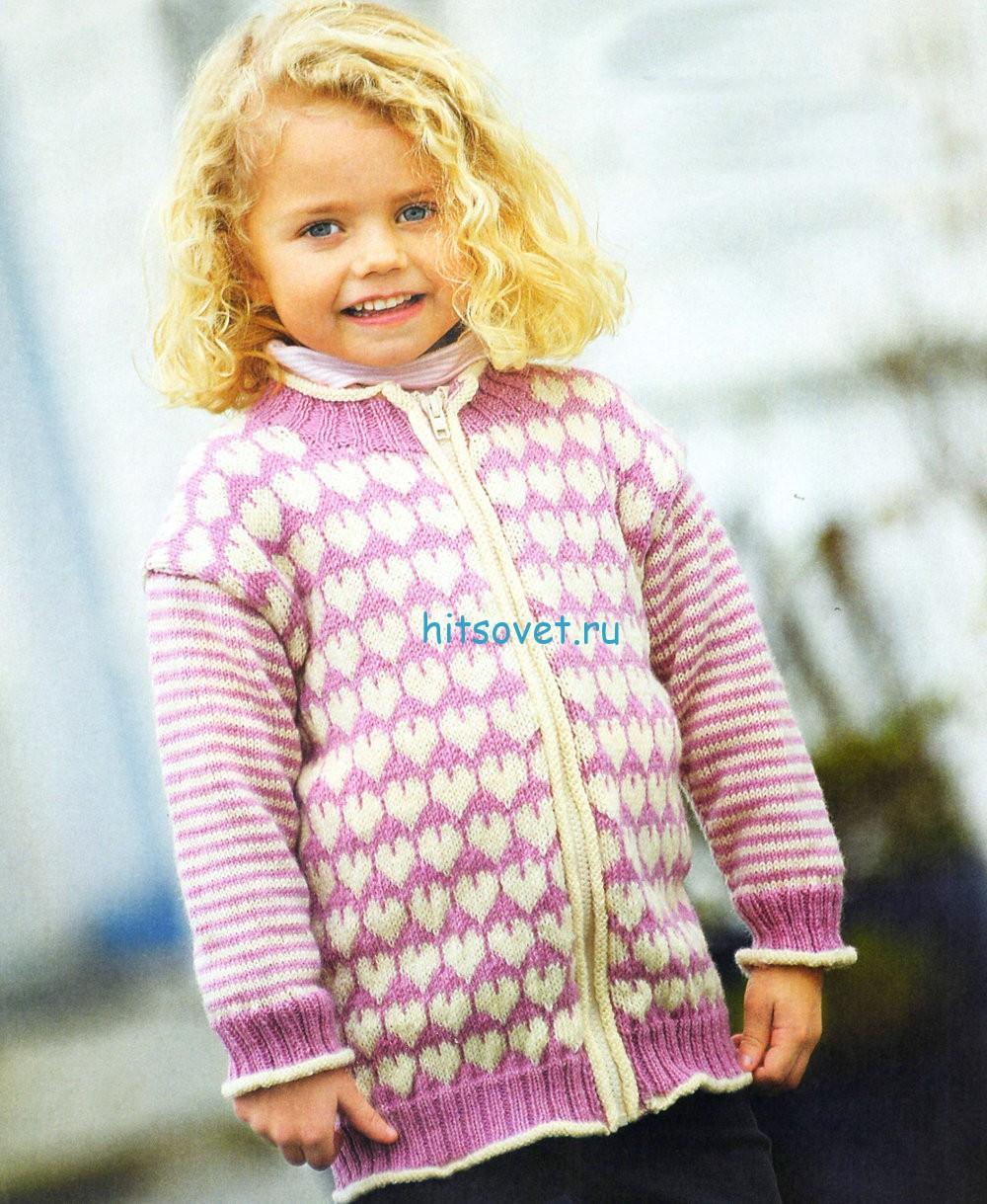 Вязание для девочки жакета с сердечками