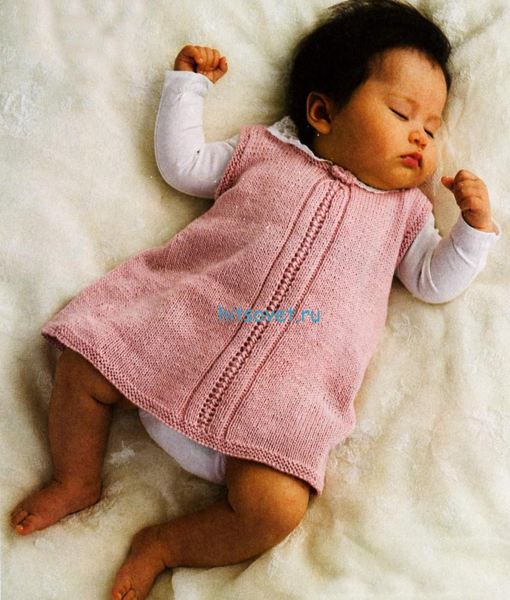 Вязаное детское платье розового цвета