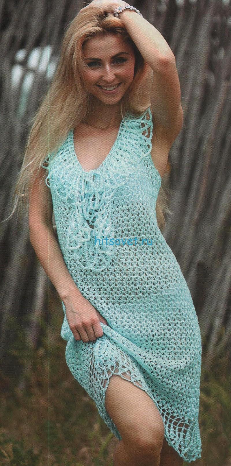 Вязаное платье с жабо