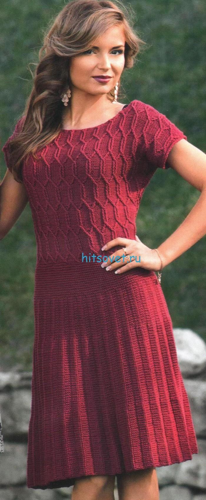 Бордовое платье спицами