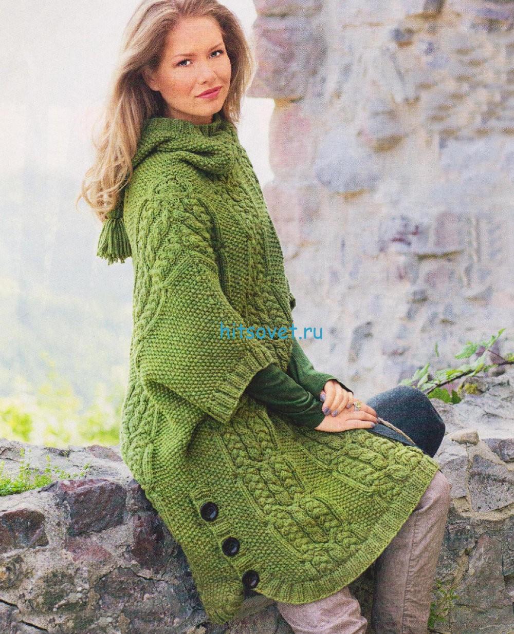 Вязаное пончо с капюшоном