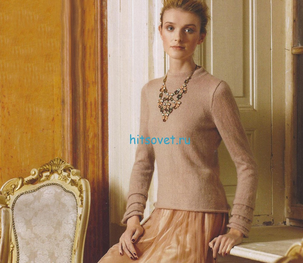Бежевый женский пуловер спицами