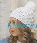 Белая шапка с помпоном