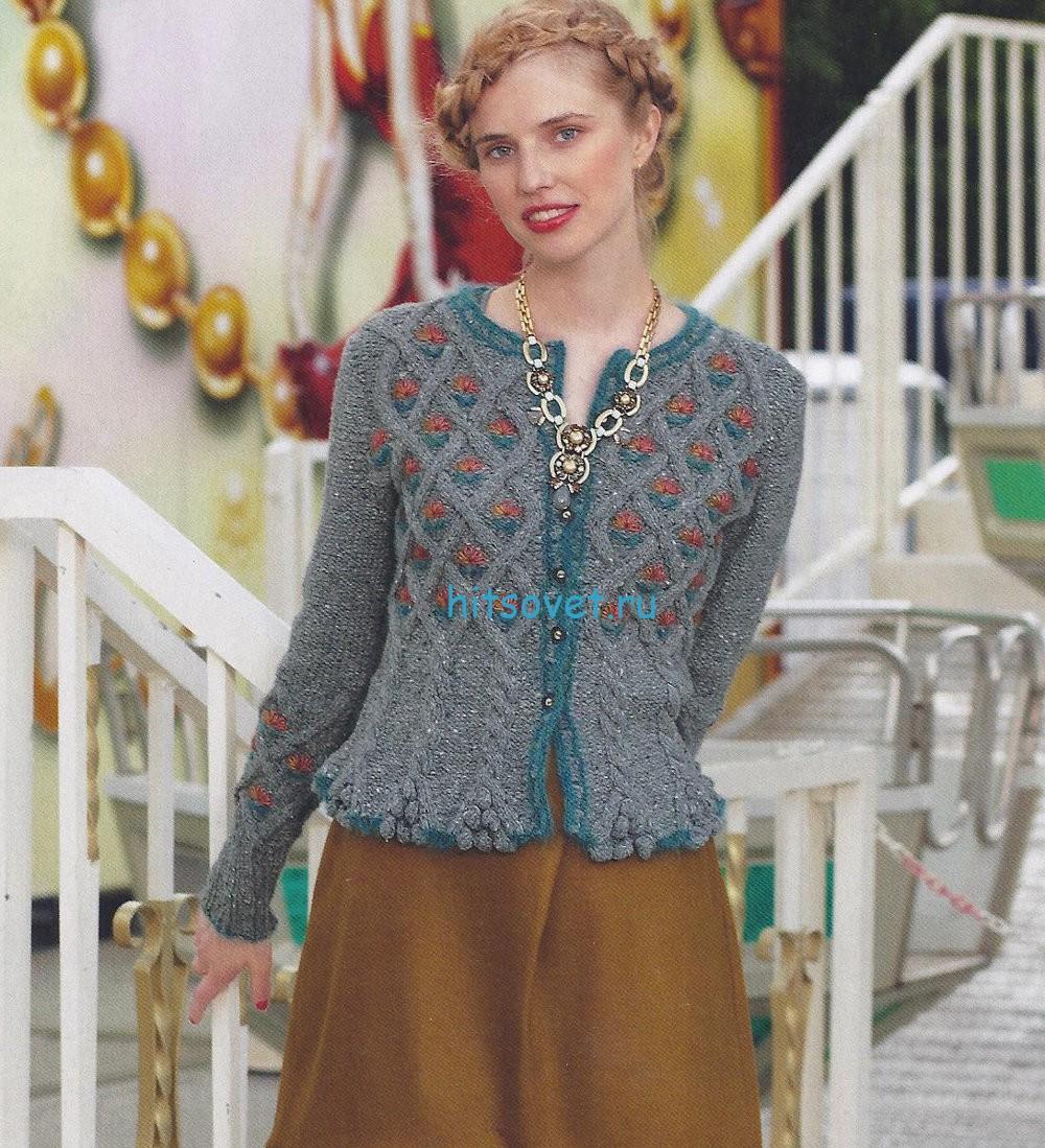Вязаный женский свитер спицами косами со схемой 8