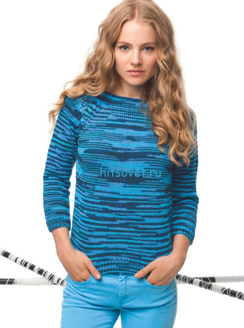 Модный голубой пуловер