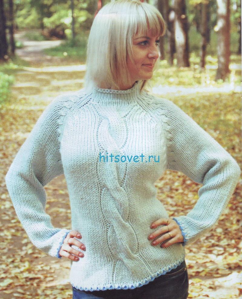 Женский голубой свитер с косой