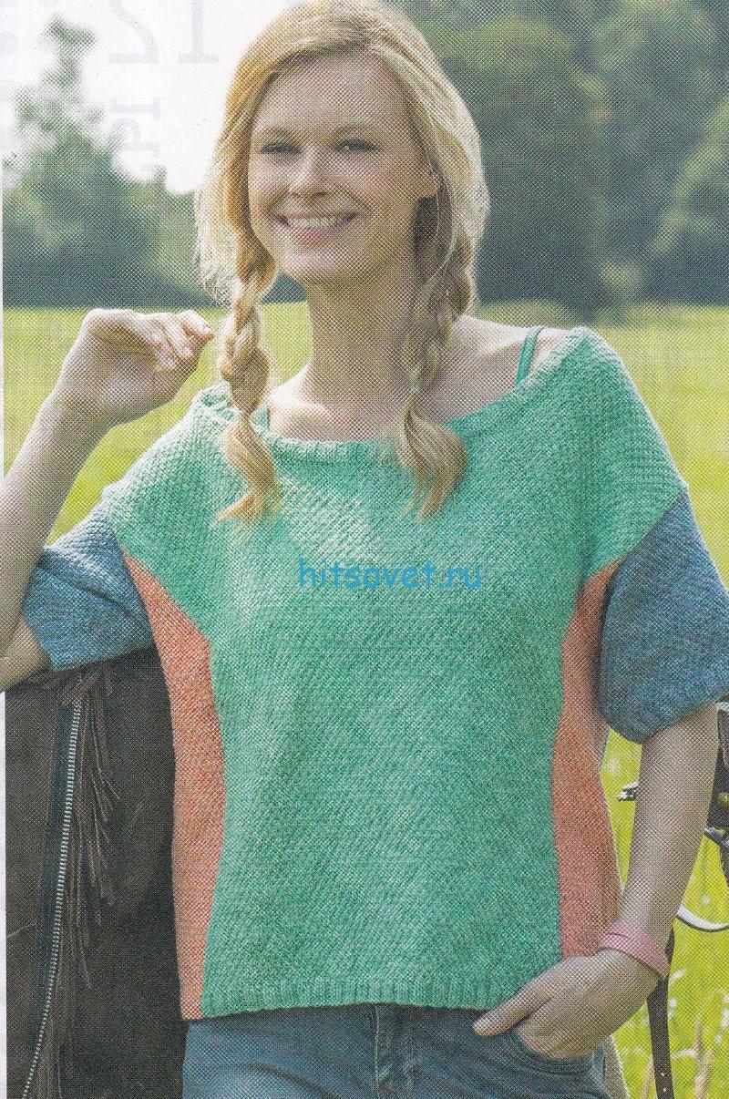 Свободный трёхцветный пуловер спицами