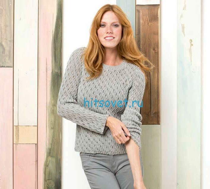 Женский пуловер спицами серого цвета