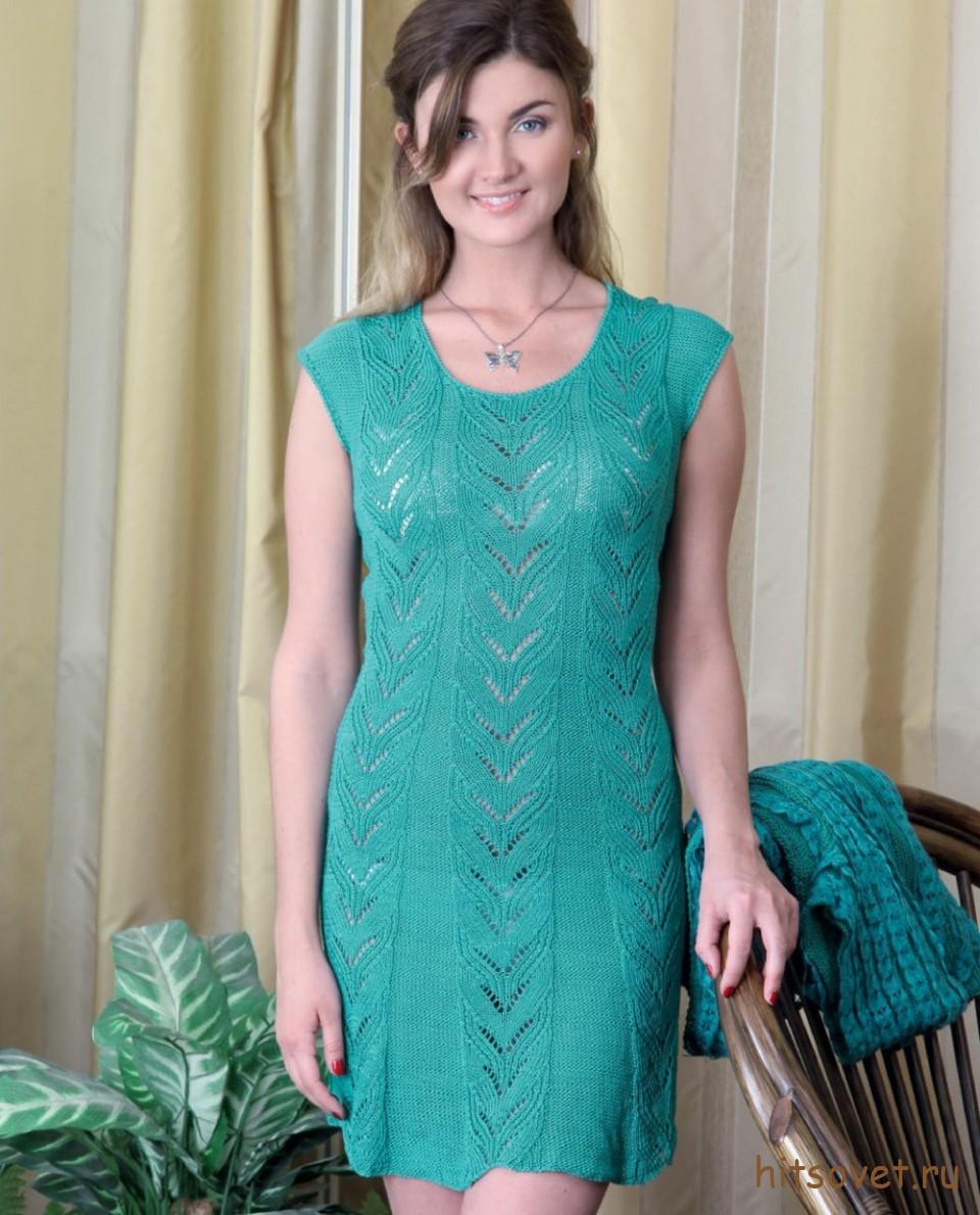 Бирюзовое вязаное платье с ажурными полосами