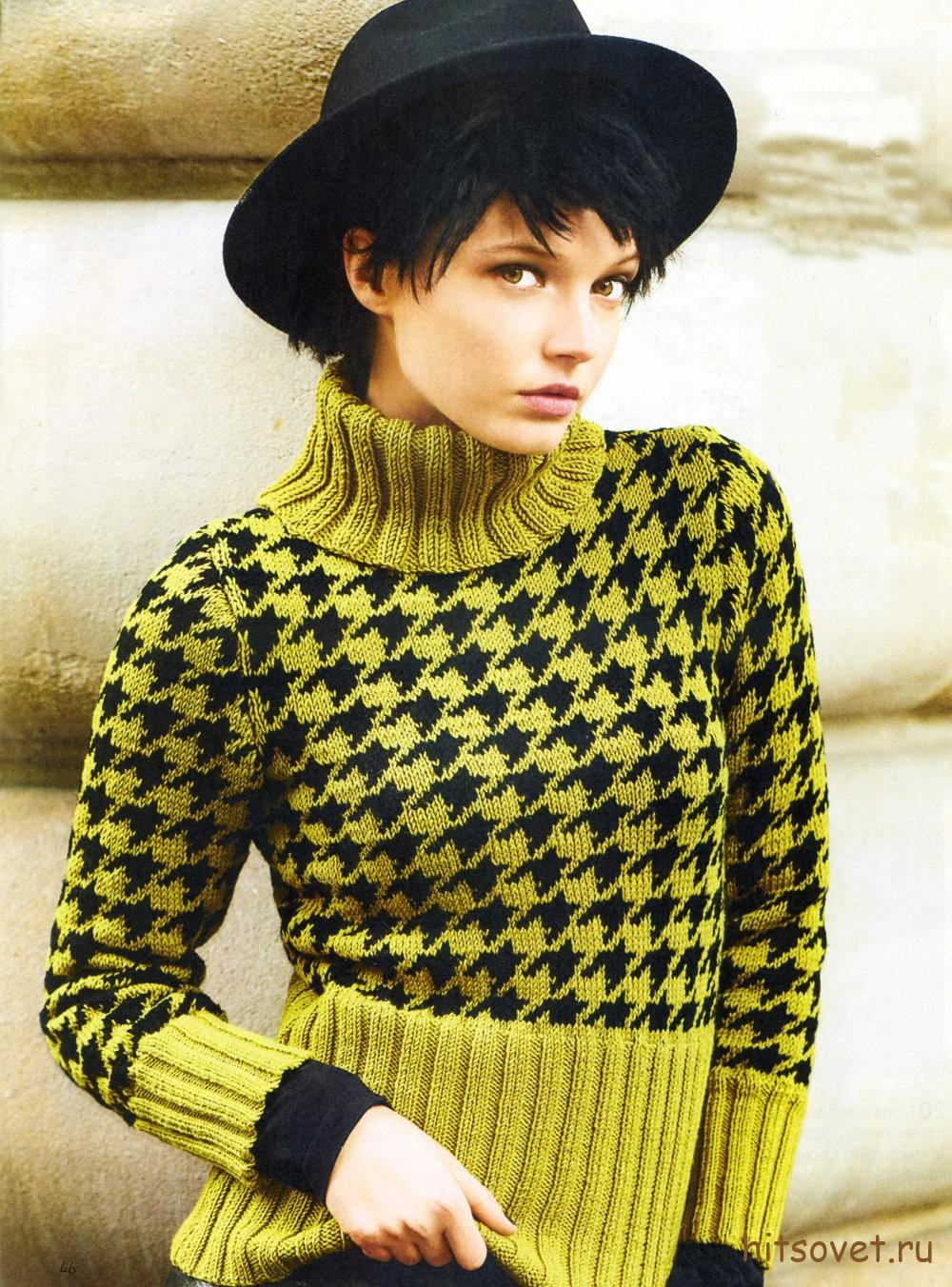 Двухцветный пуловер с узором Гусиная лапка