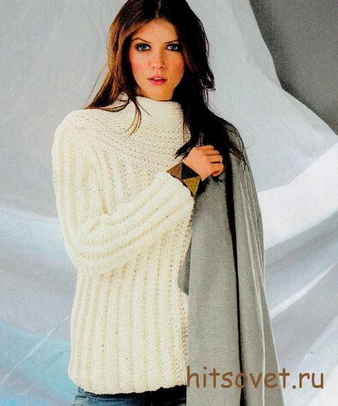 Белый вязаный пуловер со структурным узором