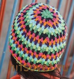 Разноцветная вязаная шапка