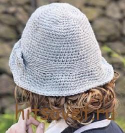 Серая вязаная шляпа