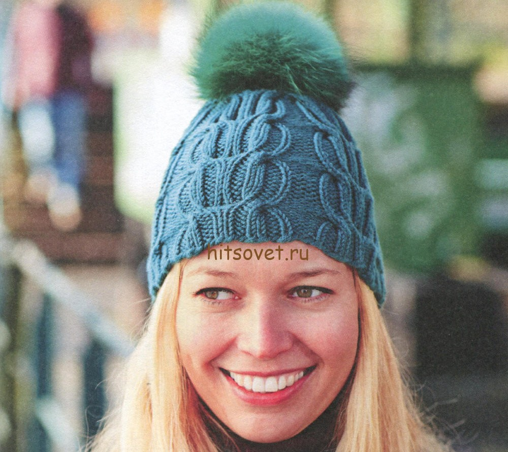 Вязаная шапка с косами и помпоном
