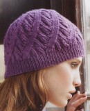 Вязаная шапка со спиральным узором, фото.