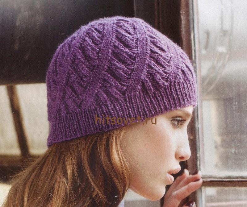 Вязаная шапка со спиральным узором