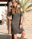 Вязаное платье с волнистым узором, фото.
