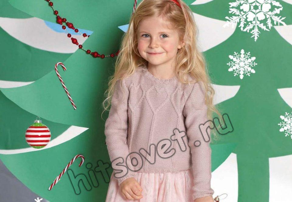 Пуловер для девочки с сердечками