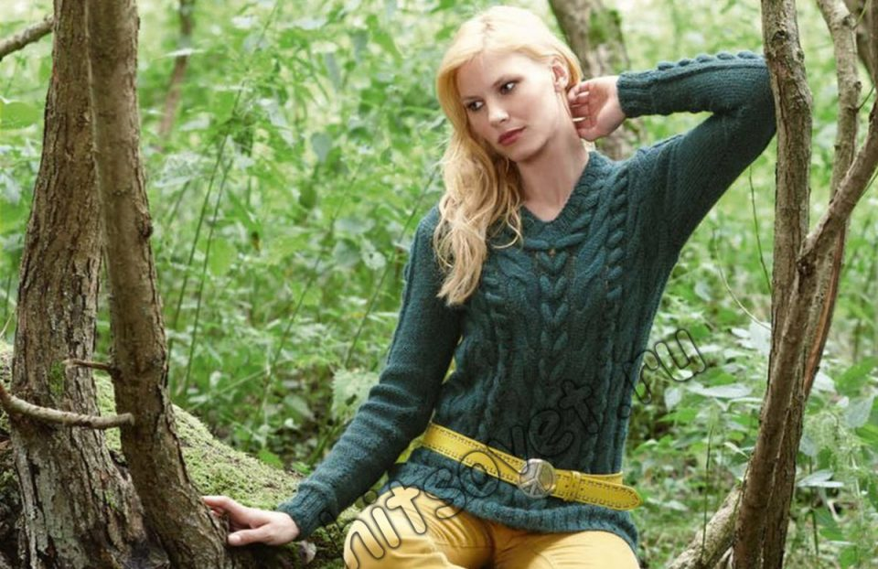 Модный пуловер с косами