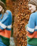 Свободный цветной свитер резинкой