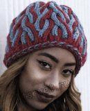 Двухцветная шапка с косами