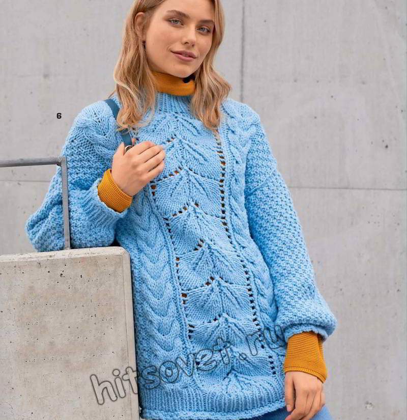 Голубой пуловер с листьями и косами, фото.