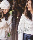 Белый свитер шапка и варежки с шишечками