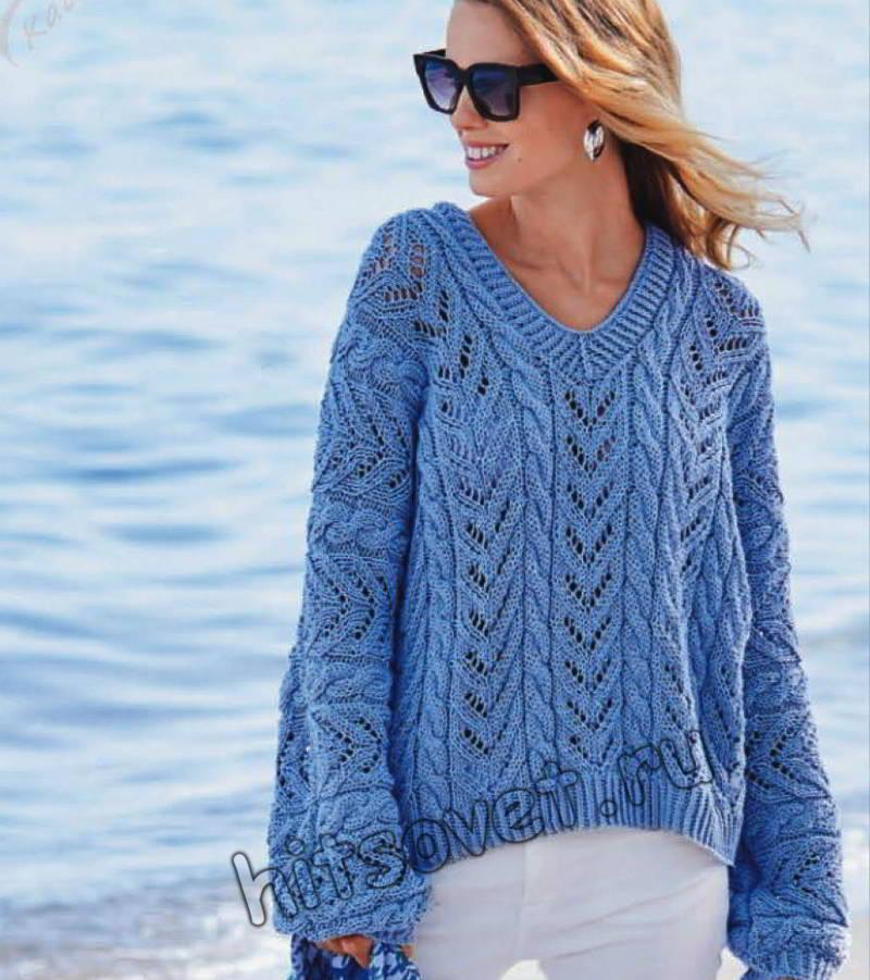 Свободный голубой пуловер с косами, фото.