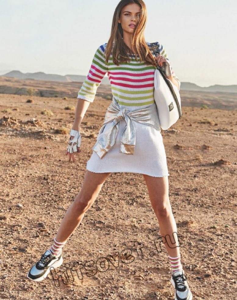 Полосатое вязаное платье и носки, фото.