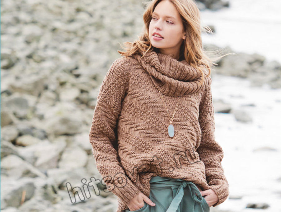 Пуловер с диагональным рельефным узором и снуд